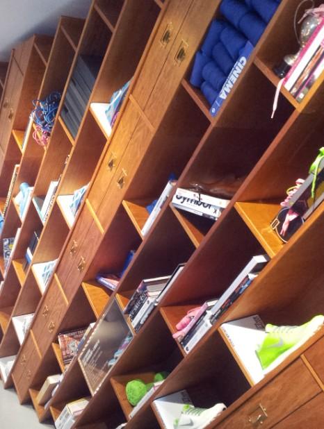 NikeiD shelves