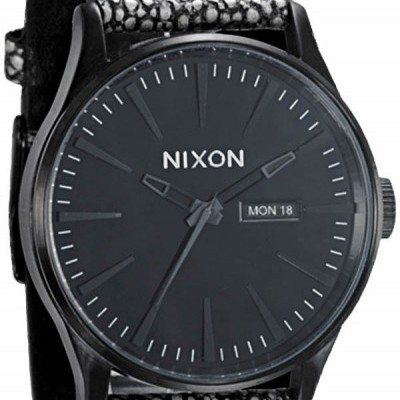 Nixon sentry black pebble leather watch